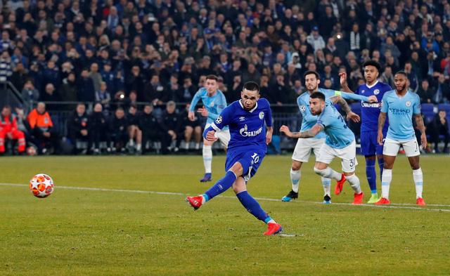 10 cầu thủ M.C lội ngược dòng thắng nghẹt thở Schalke - Ảnh 2.