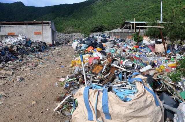 Chi hàng chục tỉ đồng đưa rác từ Côn Đảo về đất liền xử lý - Ảnh 4.