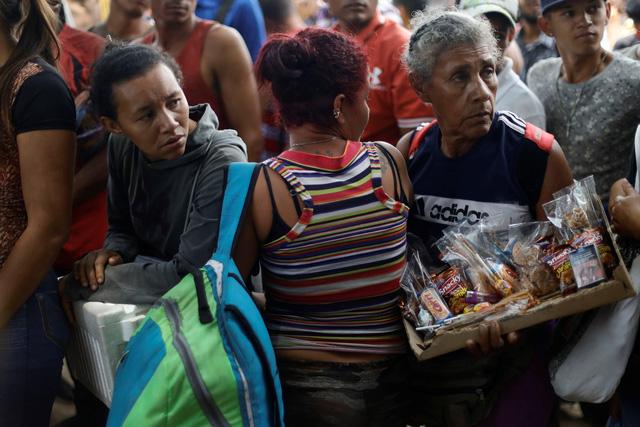 Máy bay Nga chở thuốc men đáp xuống Venezuela - Ảnh 1.