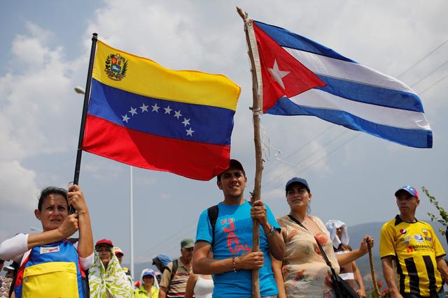 Venezuela đóng cửa một phần biên giới, chặn hàng cứu trợ của Mỹ - Ảnh 1.