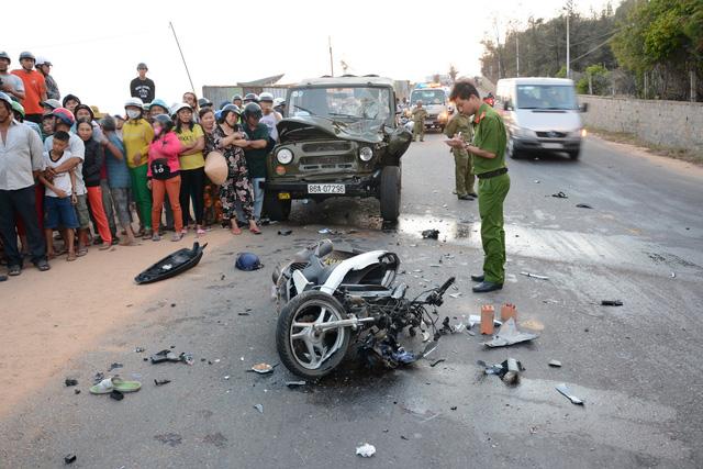 Tông trực diện xe jeep, 2 chiến sĩ phòng cháy chữa cháy tử vong - Ảnh 1.