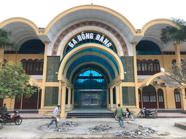 Tàu hỏa tạm dừng đón, trả khách tại ga Đồng Đăng - Ảnh 1.
