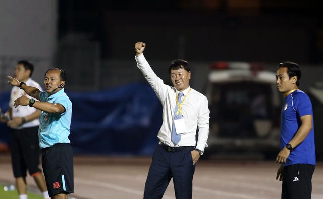 Hoàng Thiên cứu màn ra mắt của HLV Chung Hae Seong - Ảnh 5.
