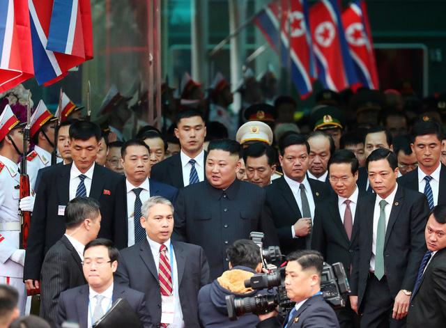 Nhà lãnh đạo Triều Tiên tươi cười rạng rỡ khi đặt chân tới Đồng Đăng - Ảnh 5.