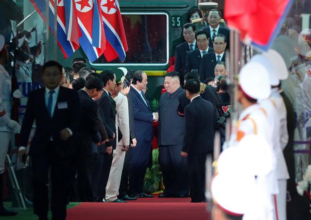 Nhà lãnh đạo Triều Tiên tươi cười rạng rỡ khi đặt chân tới Đồng Đăng - Ảnh 3.