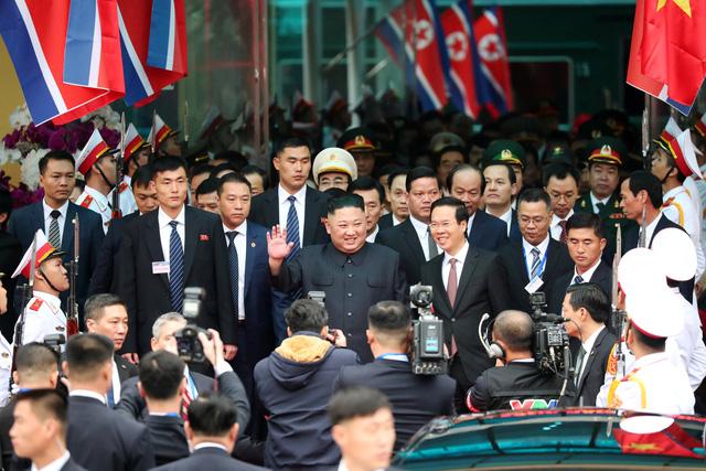 Nhà lãnh đạo Triều Tiên tươi cười rạng rỡ khi đặt chân tới Đồng Đăng - Ảnh 6.