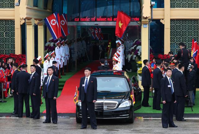 Nhà lãnh đạo Triều Tiên tươi cười rạng rỡ khi đặt chân tới Đồng Đăng - Ảnh 7.