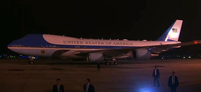 Air Force One của Tổng thống Mỹ Donald Trump đã đến Nội Bài - Ảnh 1.