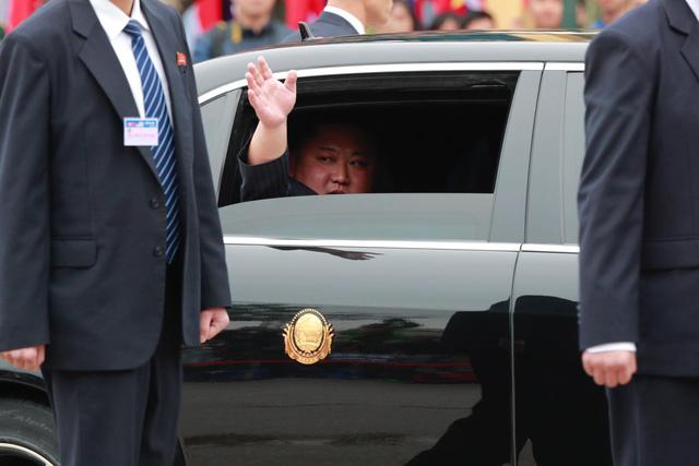 Tổng thống Donald Trump lên Air Force One để tới Việt Nam - Ảnh 3.