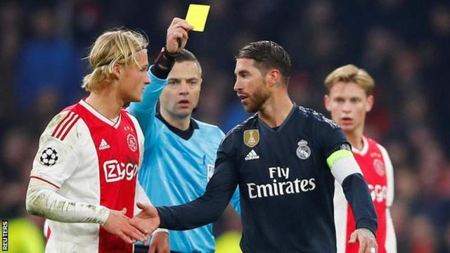 Bị buộc tội 'tẩy thẻ', Ramos đối mặt với án treo giò 2 trận - Ảnh 1.