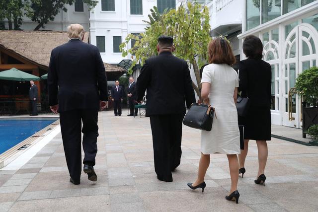 Ông Trump và ông Kim đi dạo trong khách sạn Metropole - Ảnh 4.