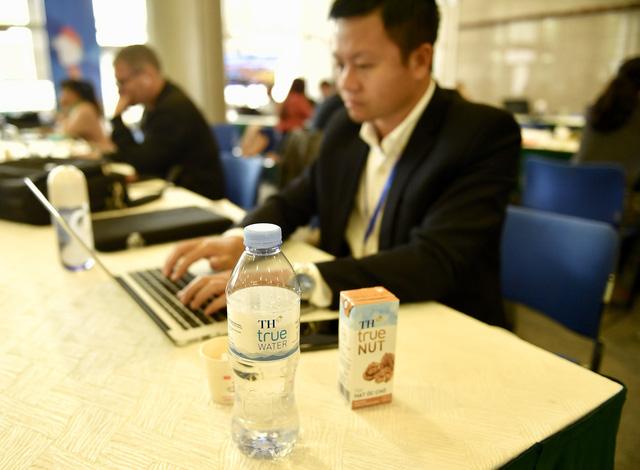 Nước uống cho phóng viên đưa tin thượng đỉnh Mỹ - Triều lấy dưới lòng núi lửa đã tắt - Ảnh 2.