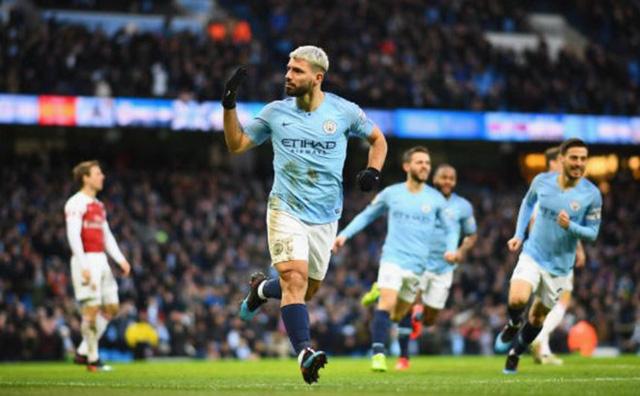 Thắng đậm Arsenal, Man City cách đỉnh bảng 3 điểm - Ảnh 1.