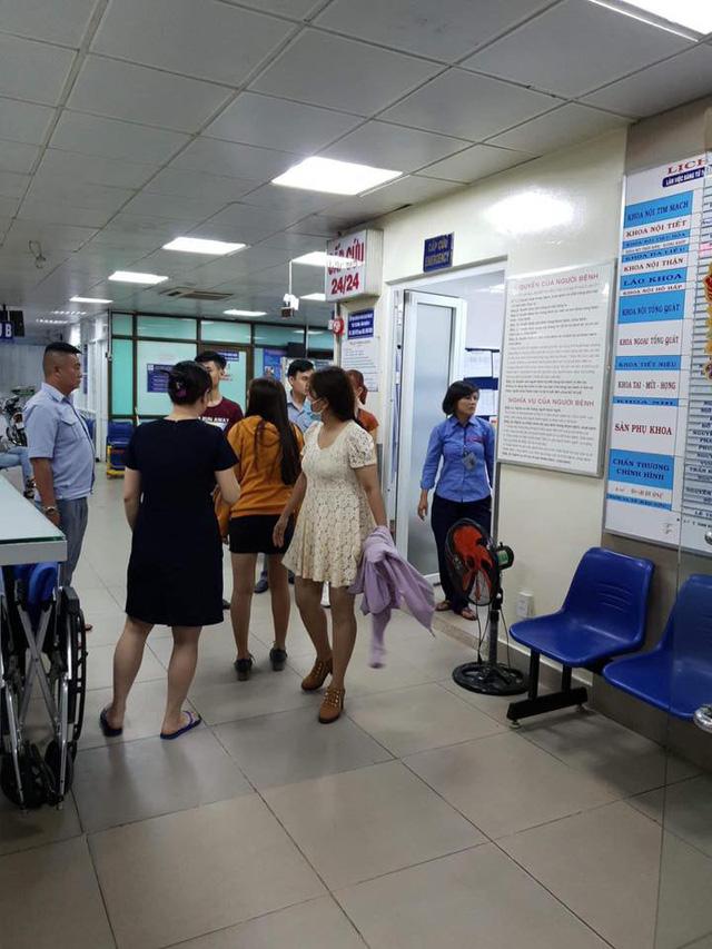 Nhân viên, hành khách xe buýt góp tiền, đưa bà bầu đi bệnh viện - Ảnh 3.