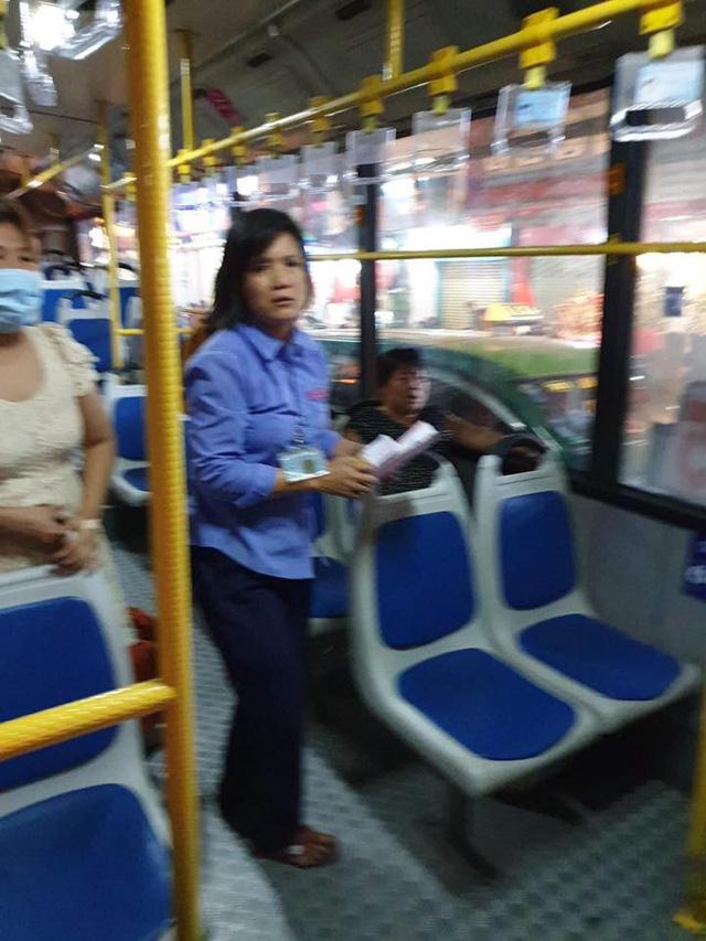 Nhân viên, hành khách xe buýt góp tiền, đưa bà bầu đi bệnh viện - Ảnh 1.