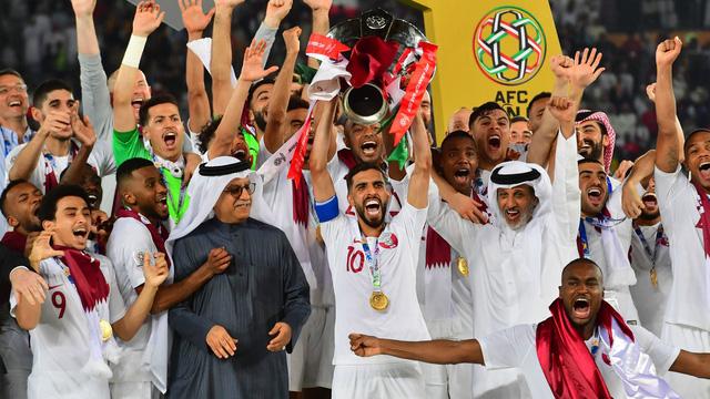 Cầu thủ Qatar ẵm 2 triệu bảng, căn hộ ở London, xe Lexus... sau chức vô địch Asian Cup - Ảnh 1.