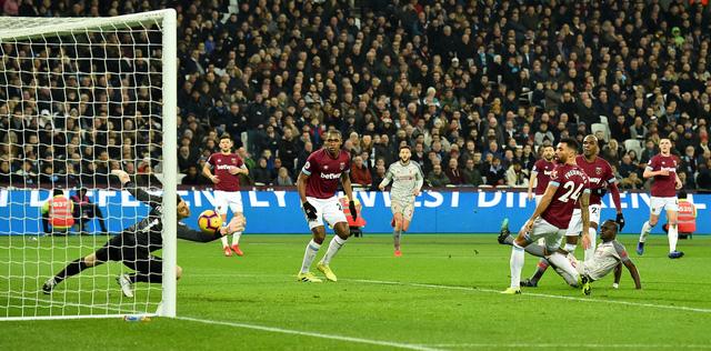 Hòa West Ham, Liverpool chỉ còn hơn Manchester City 3 điểm - Ảnh 1.