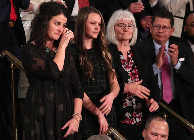 Vì sao nữ khách mời khóc khi nghe Thông điệp Liên bang? - Ảnh 1.