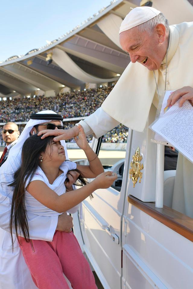 Giáo hoàng Francis: Có nạn linh mục tấn công tình dục nữ tu sĩ - Ảnh 2.