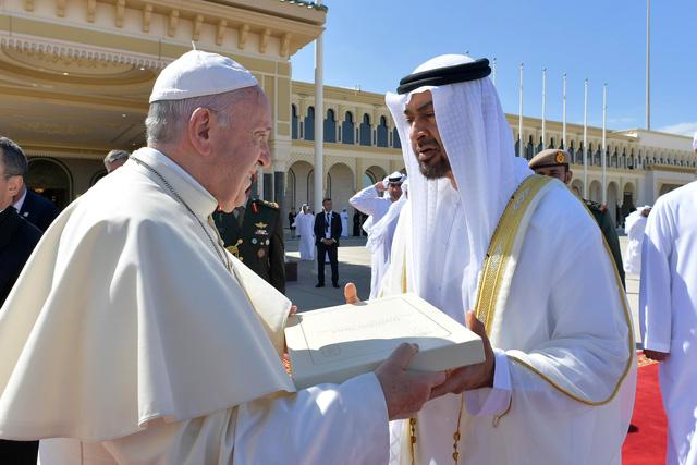 Giáo hoàng Francis: Có nạn linh mục tấn công tình dục nữ tu sĩ - Ảnh 1.