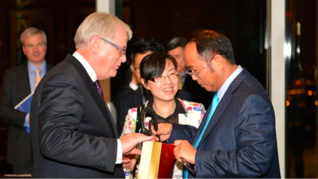 Úc mạnh tay hủy thị thực của tỉ phú Trung Quốc - Ảnh 2.