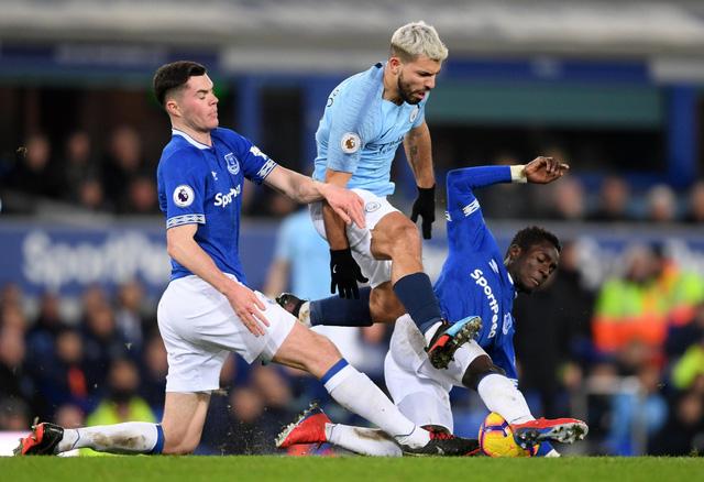 Đá bại Everton, Manchester City chiếm lại ngôi đầu - Ảnh 2.