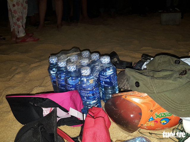 Đã vớt được thi thể 4 học sinh lớp 9 tắm biển, 2 em còn mất tích - Ảnh 4.