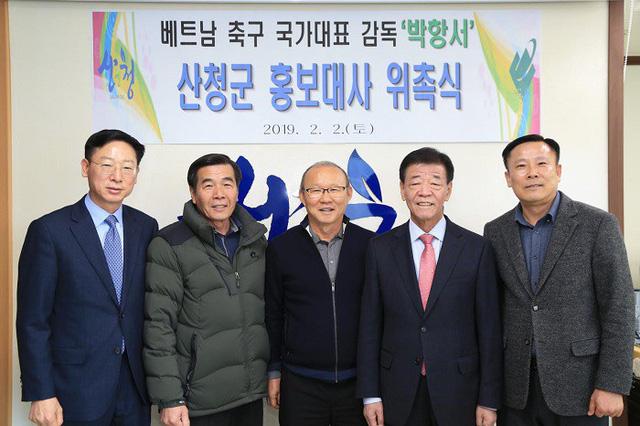 HLV Park Hang Seo làm Đại sứ hình ảnh và xây làng Việt Nam ở quê nhà Sancheong - Ảnh 1.