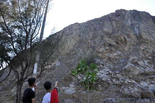 Thanh niên thoát chết khi rơi từ núi cao gần 40m - Ảnh 2.