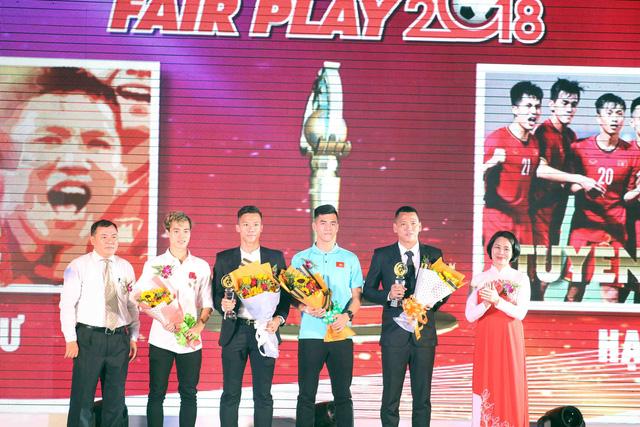 Giải thưởng Fair Play 2018: Quang Hải, Bùi Tiến Dũng, Văn Hậu, Hà Đức Chinh - Ảnh 5.