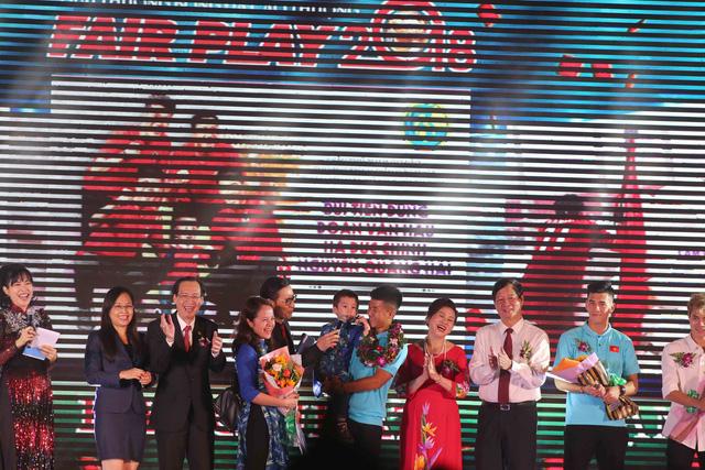 Giải thưởng Fair Play 2018: Quang Hải, Bùi Tiến Dũng, Văn Hậu, Hà Đức Chinh - Ảnh 3.