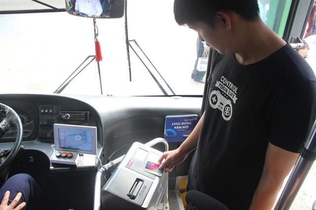 TPHCM triển khai thẻ thanh toán tự động cho xe buýt - Ảnh 1.