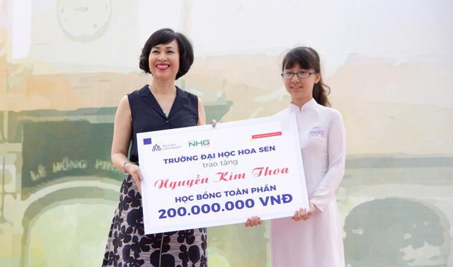 Nữ sinh chuyên Lê Hồng Phong nhận học bổng 200 triệu - Ảnh 1.