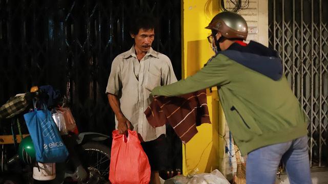 Thi ảnh Mùa yêu thương: Tình người Sài Gòn - Ảnh 1.