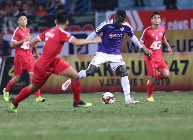 HLV Park Hang Seo lo V-League dùng 3 ngoại binh sẽ ảnh hưởng đến bóng đá Việt Nam - Ảnh 1.