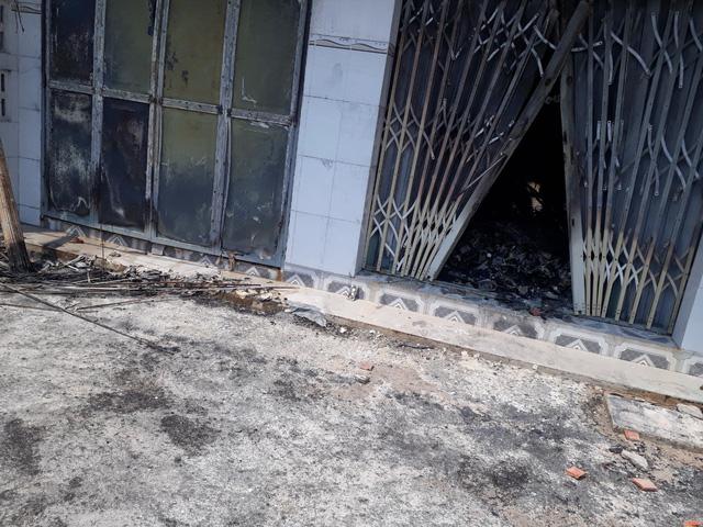 Cháy kiôt sửa điện tử, 3 người trong một gia đình tử vong - Ảnh 2.