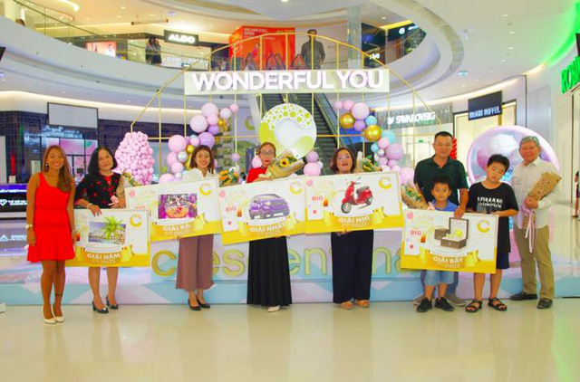 Crescent Mall tặng quà khách hàng nhân dịp sinh nhật lần thứ 7 - Ảnh 1.