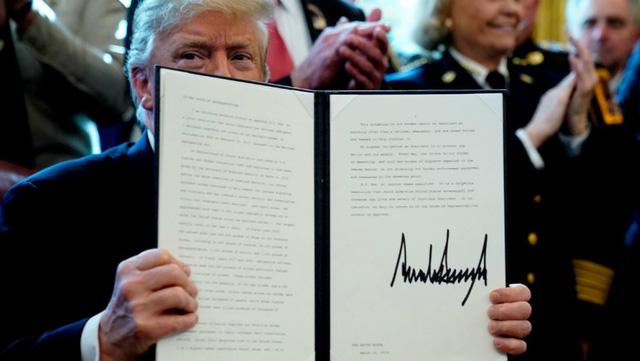 Ông Trump đã phủ quyết để 'bảo vệ' bức tường biên giới - Ảnh 1.