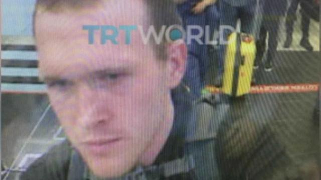 Dẫn giải nghi phạm chính hai vụ xả súng tại New Zealand - Ảnh 2.