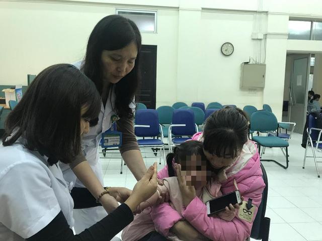 Địa phương xét nghiệm sán miễn phí, dân Bắc Ninh vẫn đổ về Hà Nội - Ảnh 2.