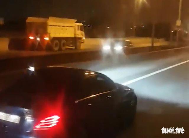 Xe ben chạy ngược chiều tốc độ cao trên cao tốc TP.HCM - Long Thành - Ảnh 1.