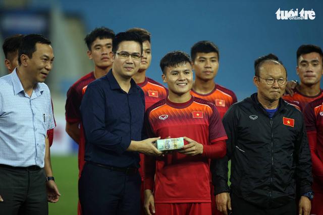 U-23 Việt Nam được tặng nửa tỉ ngay trên sân tập - Ảnh 1.