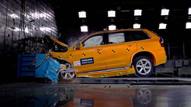 Volvo gắn camera trên xe để giảm tai nạn - Ảnh 1.