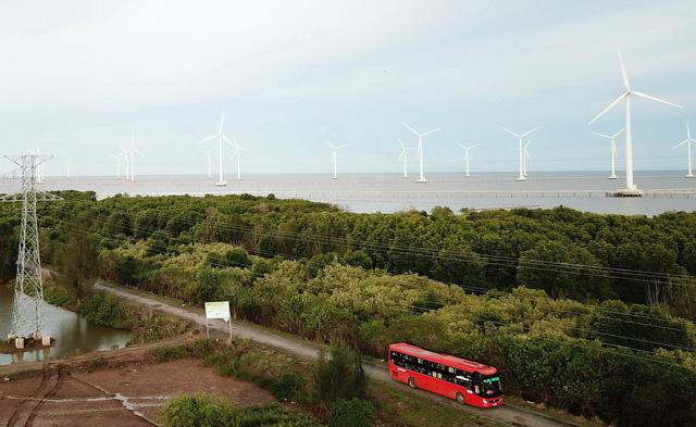 Dự án điện gió, điện mặt trời phủ kín 56km bờ biển Bạc Liêu - Ảnh 1.