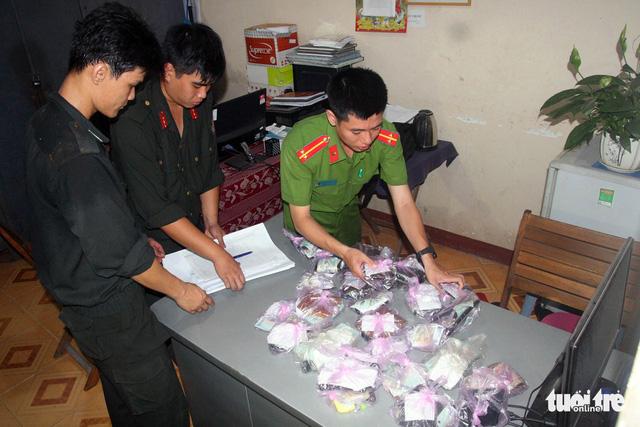 Đồng Nai triệt phá ổ đánh bạc lớn, bắt giữ 56 người - Ảnh 2.