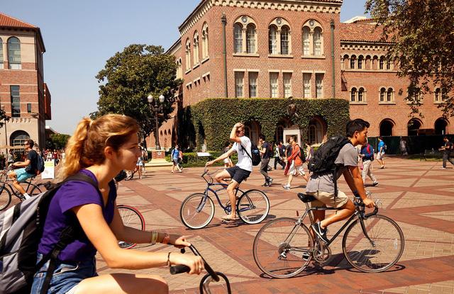 ĐH Yale, Georgetown, Stanford bị học sinh kiện sau bê bối chạy trường - Ảnh 1.