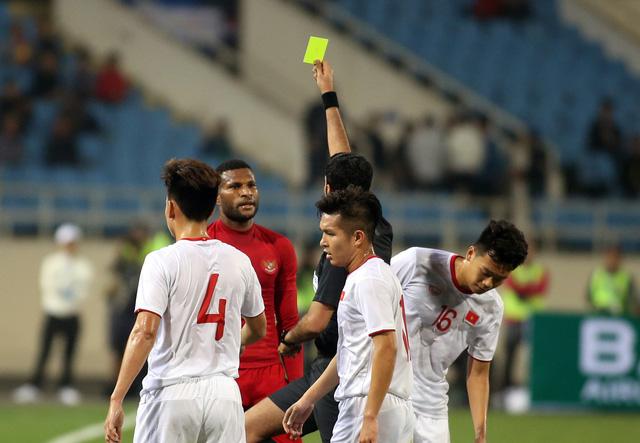 Ông Park tính phi vô sân khi thấy học trò bị phạm lỗi thô bạo - Ảnh 6.