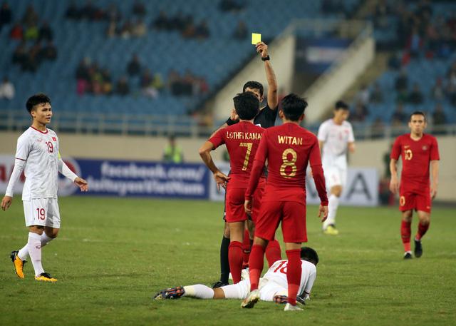 Ông Park tính phi vô sân khi thấy học trò bị phạm lỗi thô bạo - Ảnh 8.