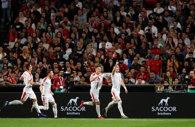 Ronaldo chấn thương, Bồ Đào Nha bị Serbia cầm chân - Ảnh 1.