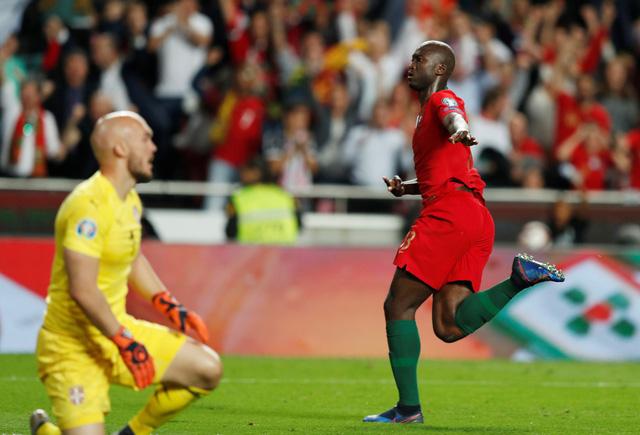 Ronaldo chấn thương, Bồ Đào Nha bị Serbia cầm chân - Ảnh 3.